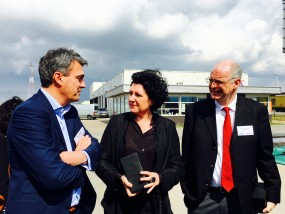 Minister Turtelboom wordt ontvangen door Xavier Dewulf in Antwerpse haven