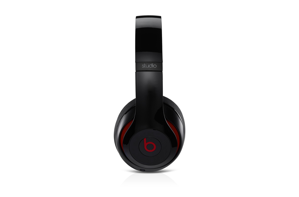 beats-studio-black-side.png