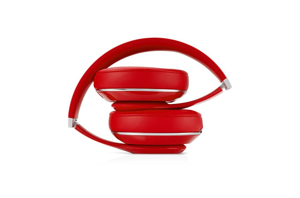 beats-studio-red-fold.png