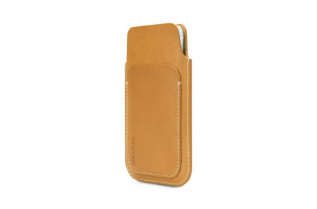 incase-pouch-iphone5-brown-1.png