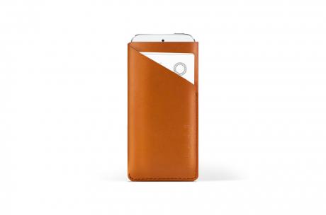 mujjo-slimwallet-iphone5-tan.png