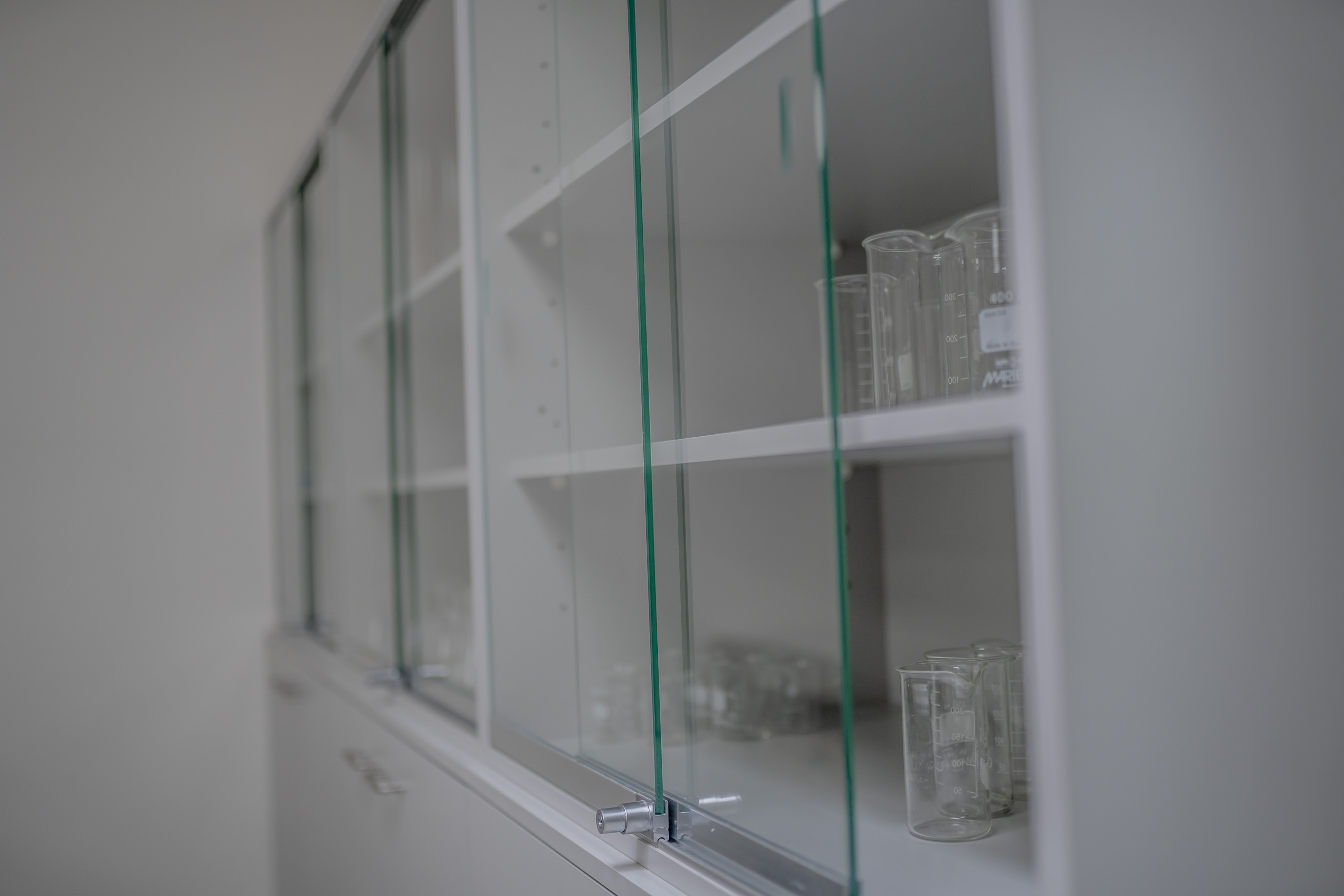 Storage cabinet with safety glass