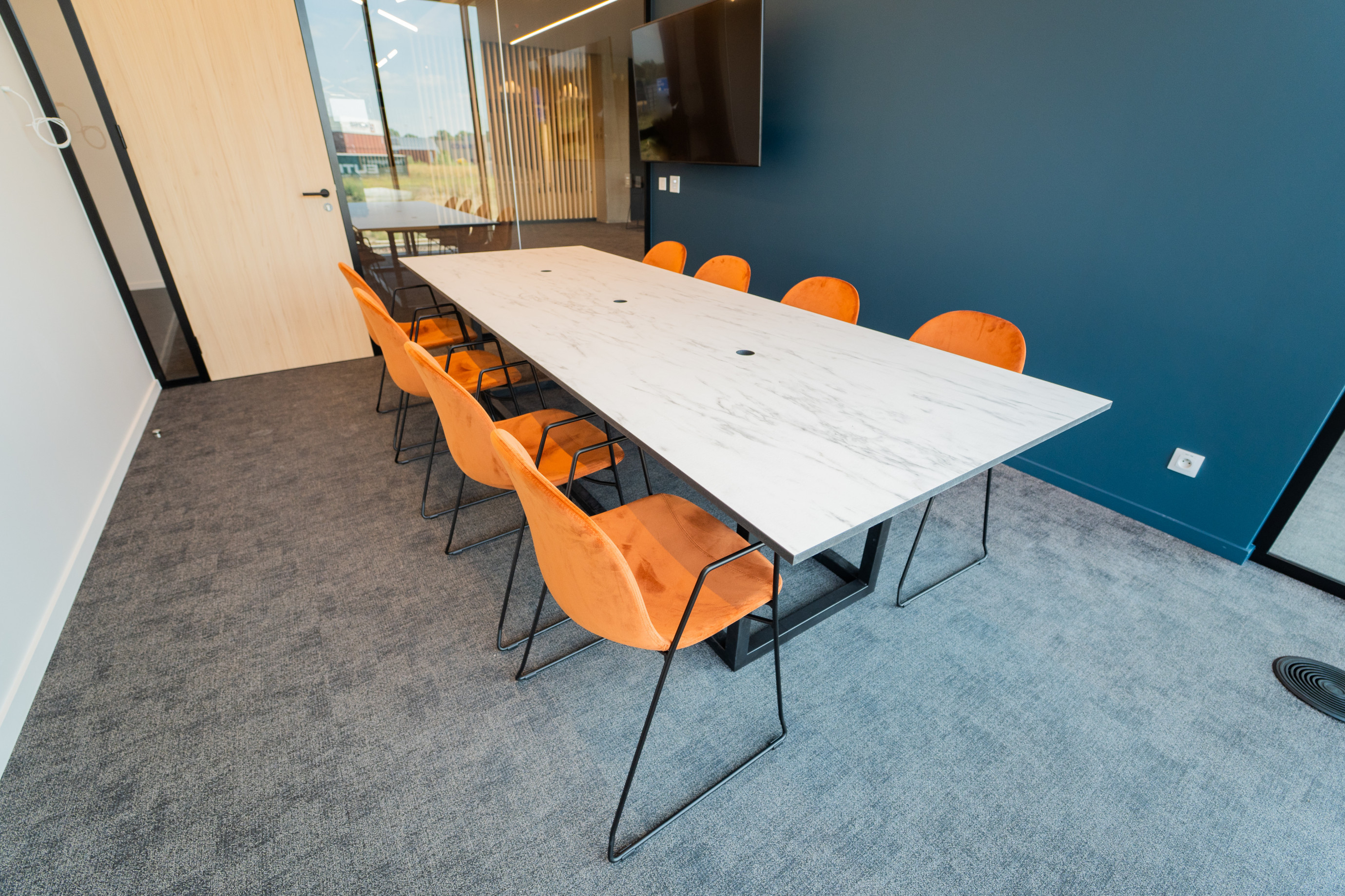 Office furniture: meeting table