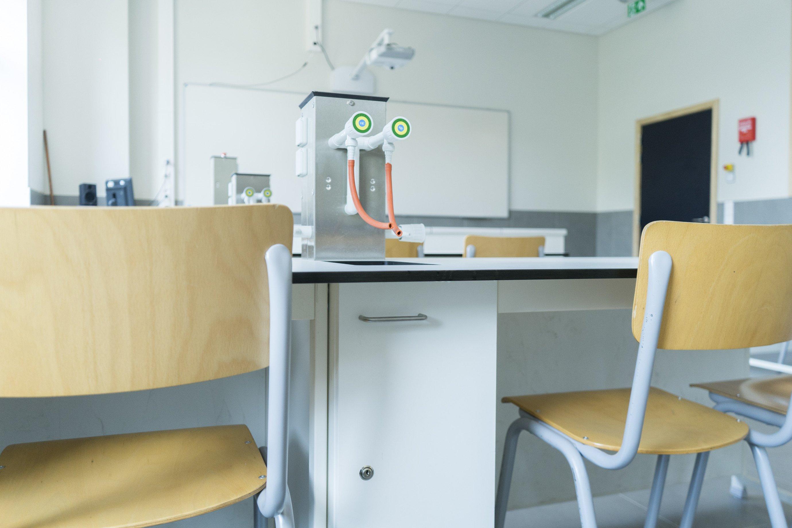 St.Ursula_Laboratoriummeubilair_5.jpg