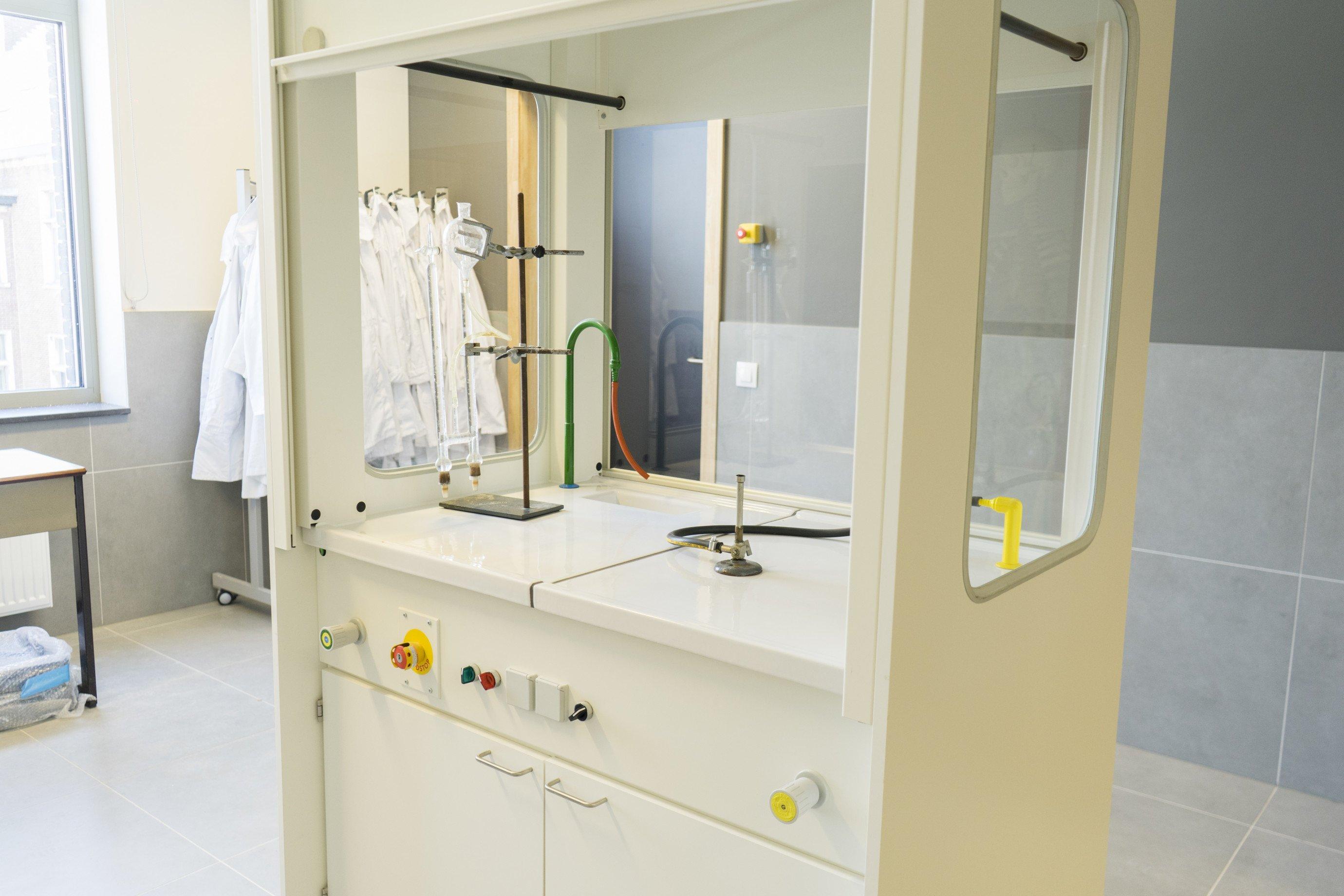Laboratoriummeubilair: zuurkast