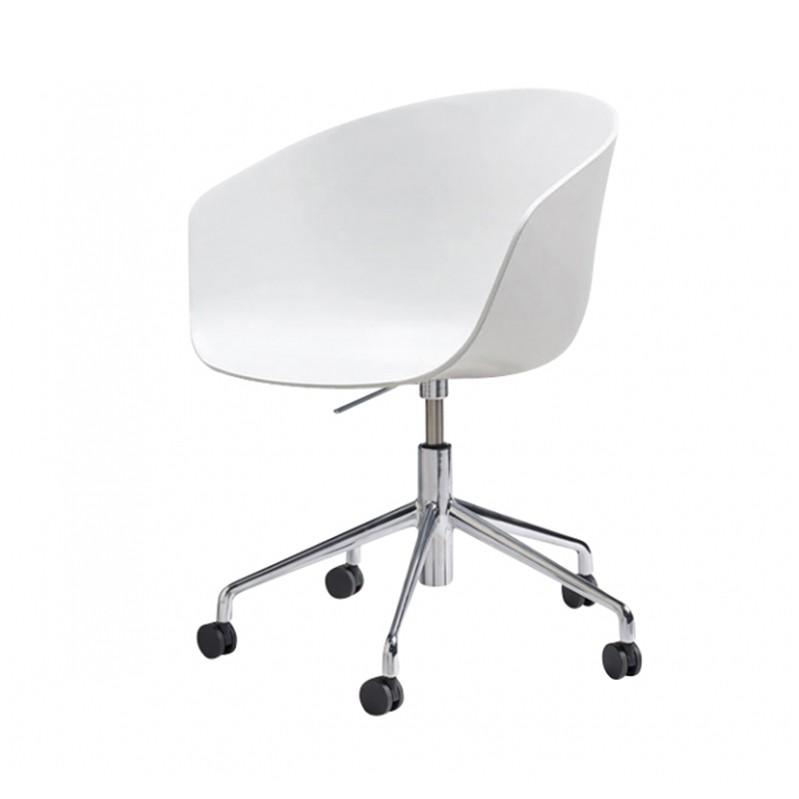 2_2_about_a_chair_aac52_met_gaslift_hay.jpg