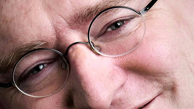 Valves-Gabe-Newell-is-actually-Oprah-Featured-Image.jpg