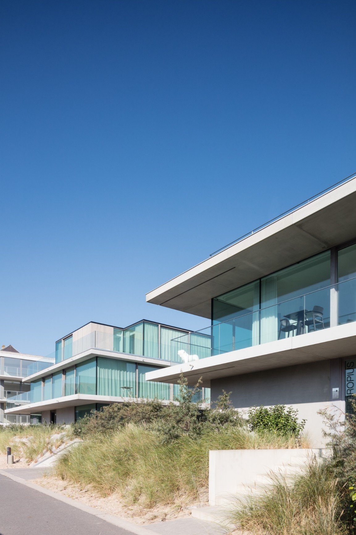 Rietveldprojects.be-Twins-Gropius-Breuer-appartement-design-architectuur-kust11.jpg