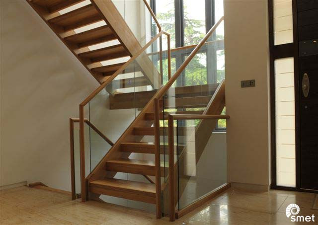 SmetStaircases-Glass-Hale-Bowdon-Cheshire-A-SmetUK(1).jpg