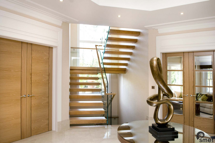 SmetStaircases-Glass-Weybridge-C-SmetUK(1).jpg