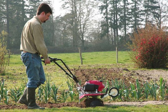 Tuinmachines-Vandenbossche-frees-in-werking.jpg