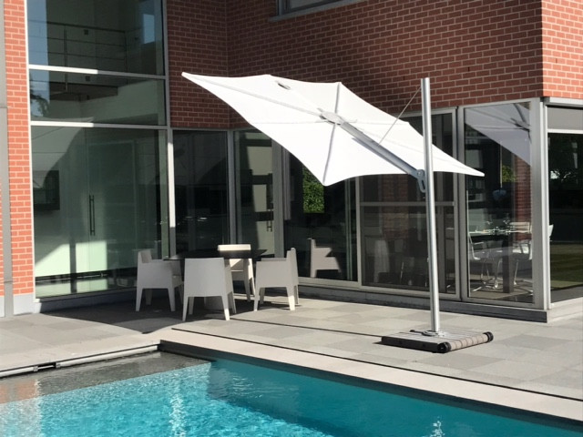 Cantilever umbrella Spectra on mobile concrete base