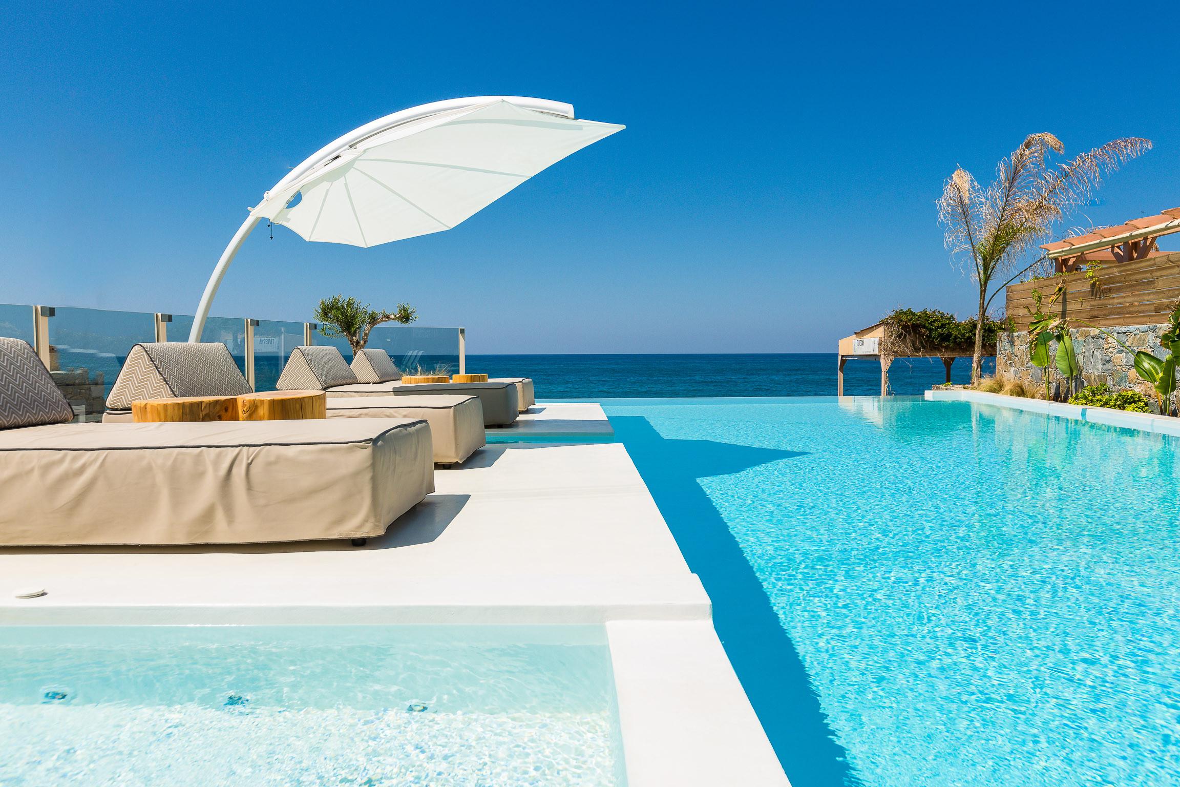 Icarus parasol déporté inclinable Casa di Mare Greece by Thinkvilla