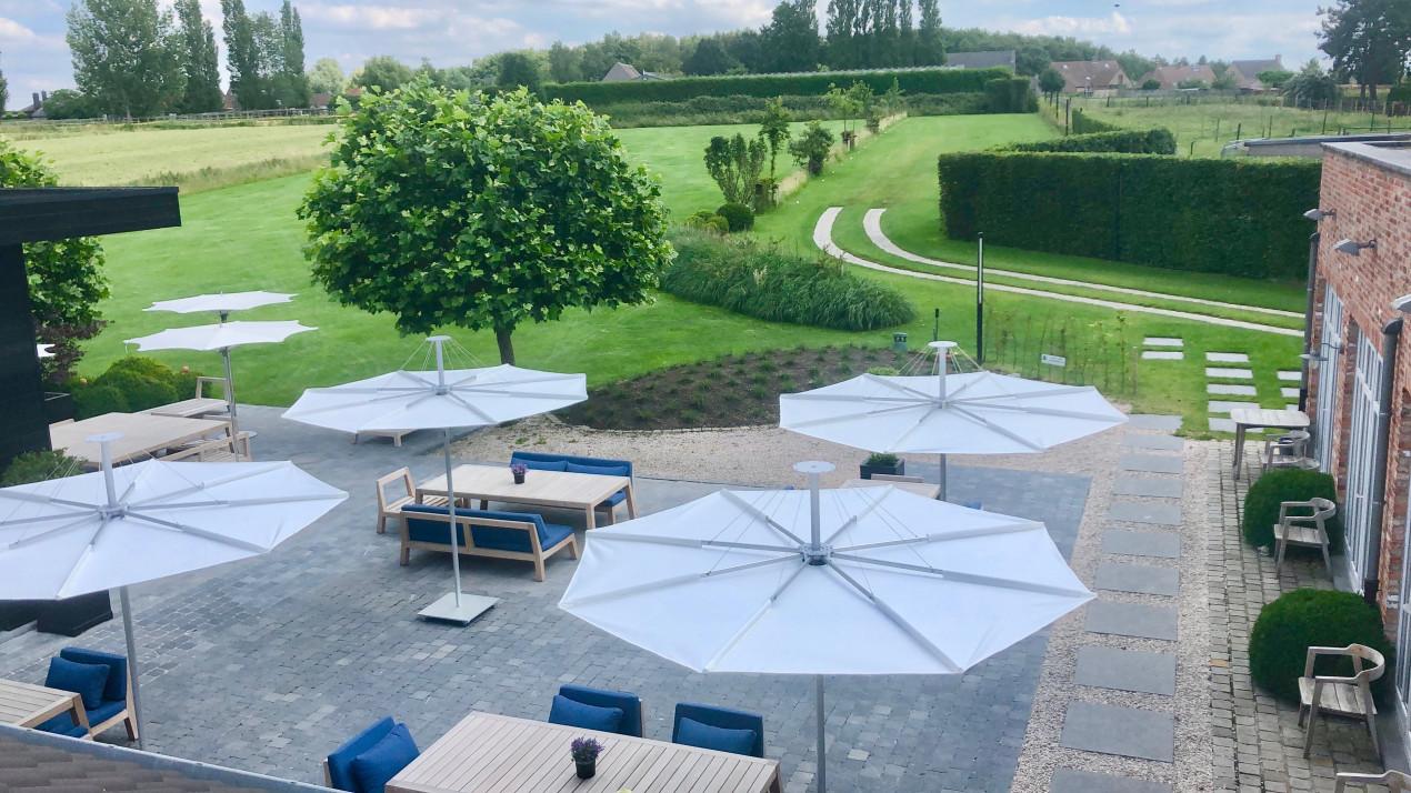 Infina parasol droit restaurant De Zilte Zoen, 2,5m rond, coleur Natural