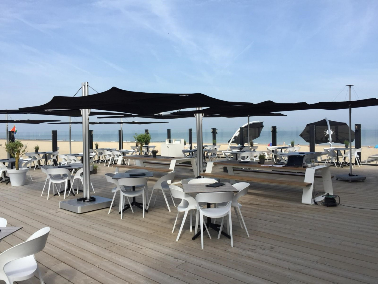 Infina and Spectra umbrella black Moio beach 1.jpg