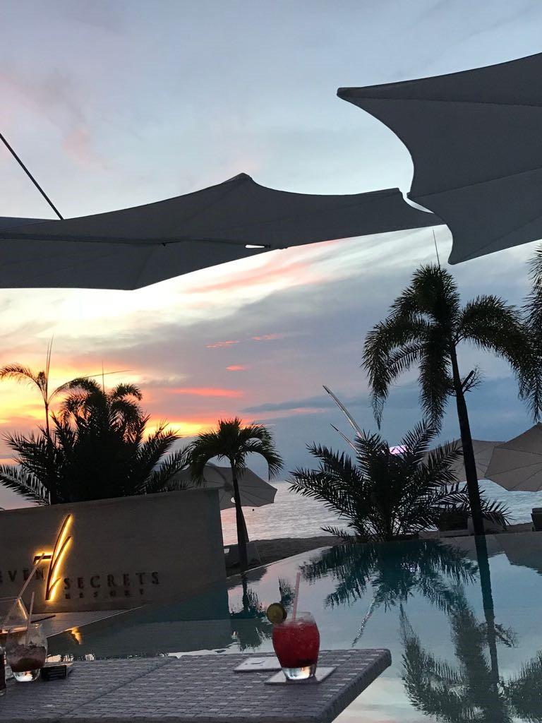 Spectra Parasol bij zonsondergang 7Secret Resort