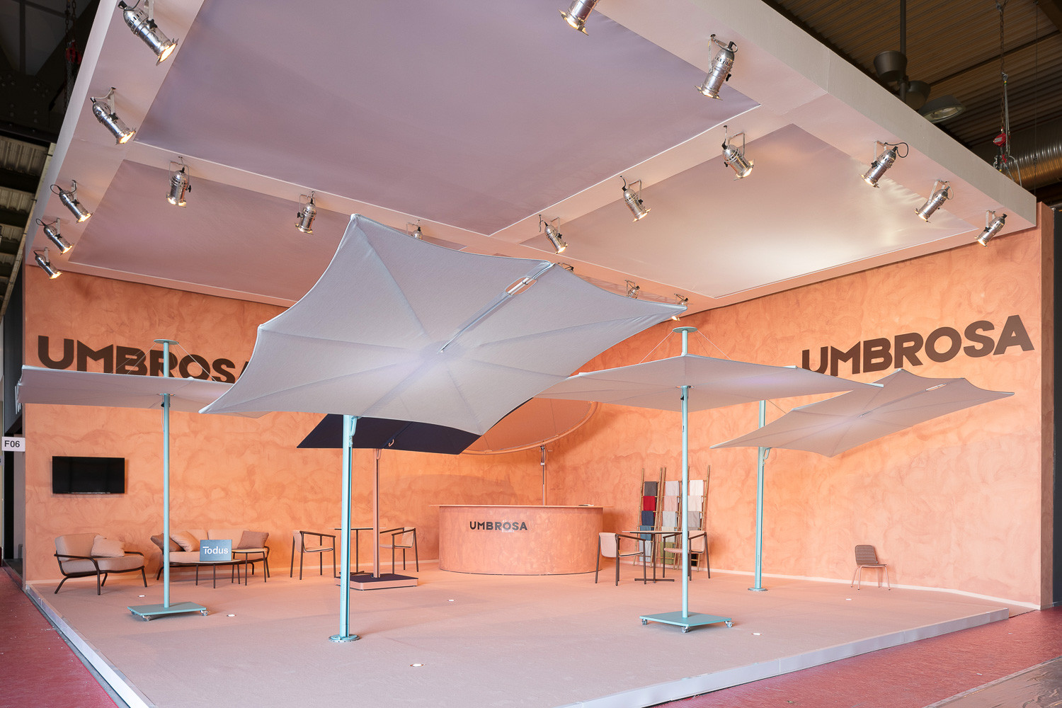 Cantilever Spectra umbrella at Salone del Mobile_laquered blue_sunbrella canopy in curacao