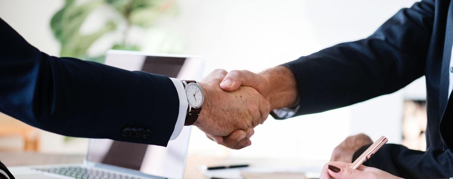 businessmen-collaboration-cooperation-886465_c359511a608af39a38db3d7d4240b31c.jpg
