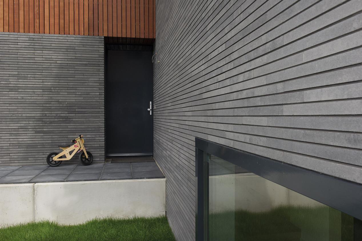Vous prévoyez de rénover votre façade ? Afwerking steenstrippen.jpg