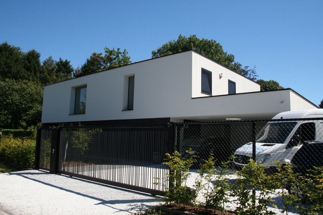 Un système de façade fermé, esthétique ET isolant ! gladpleister-wit-villa.jpg