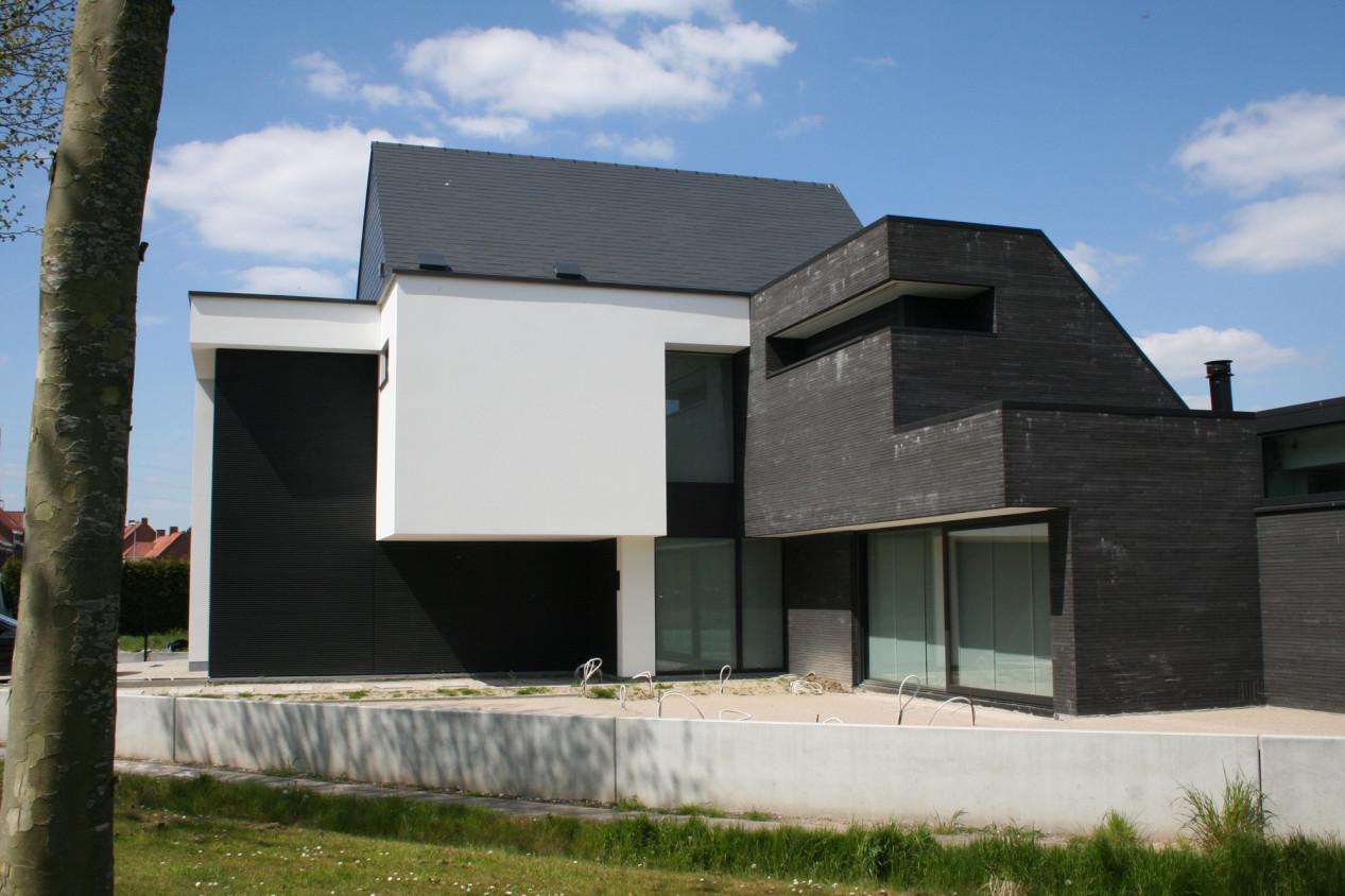 Votre façade a-t-elle besoin d'un rafraîchissement ? Huis met witte gladpleister.jpg