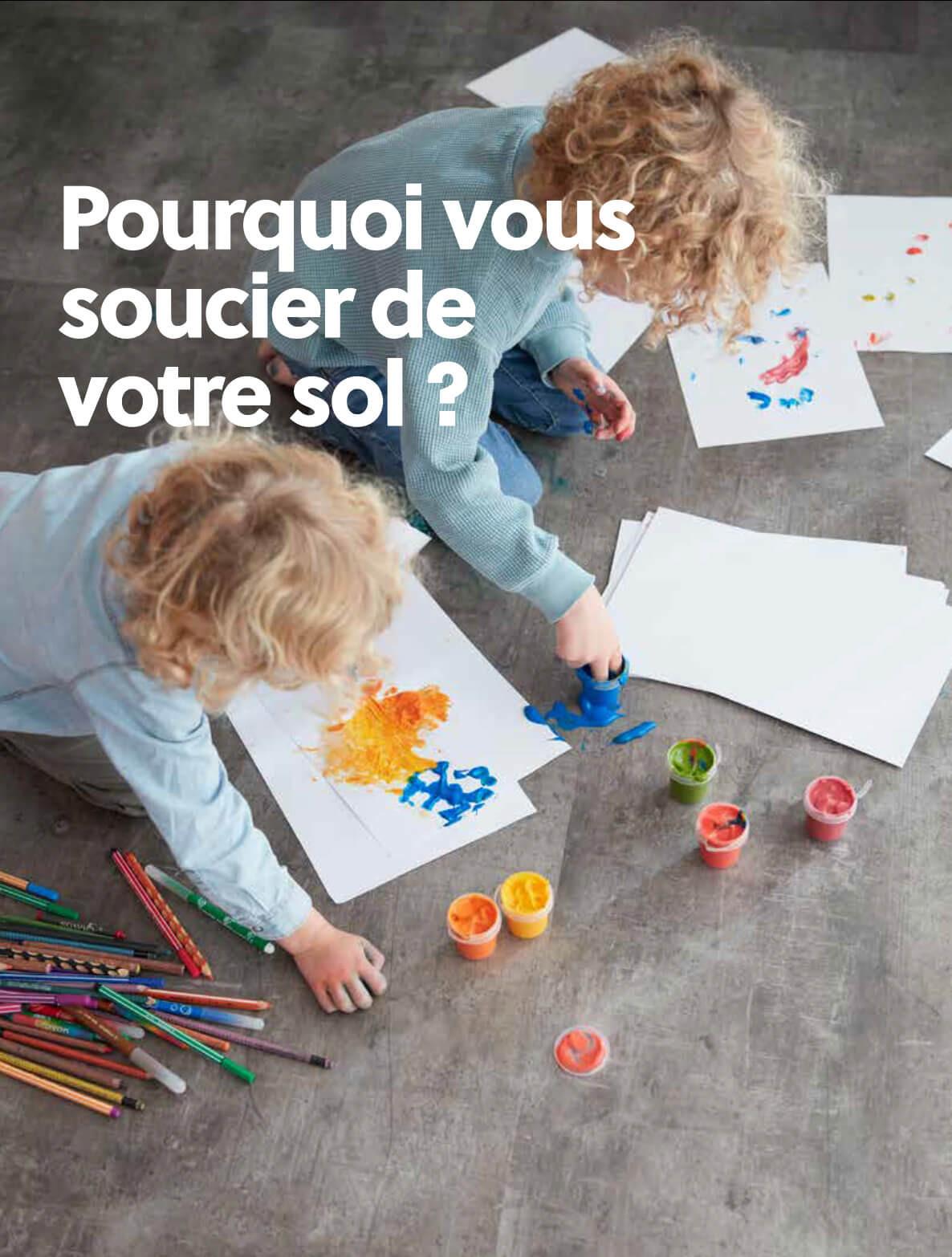Pourquoi s'inquiéter pour votre sol? Des enfants qui peignent et dessinent sur le sol