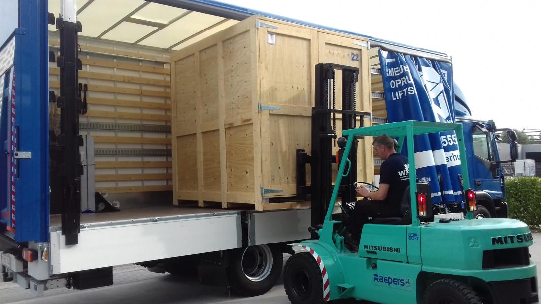 Laden vrachtwagen 2.jpg
